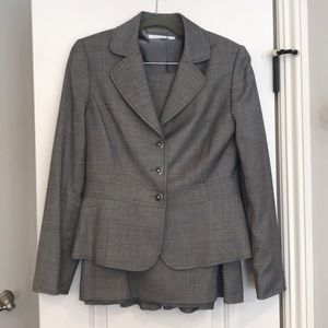 Tahari Suit w/skirt